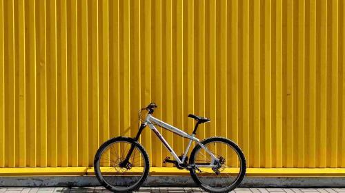 Mountainbike-Hersteller in sozialen Medien