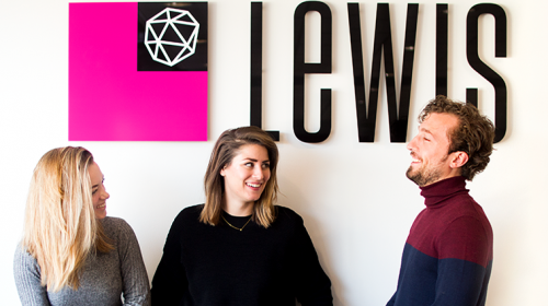 LEWIS STELT LEONIE KINGMA AAN ALS MARKETING SERVICES MANAGER