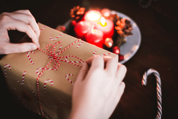 wrapping presents, holiday gift guide