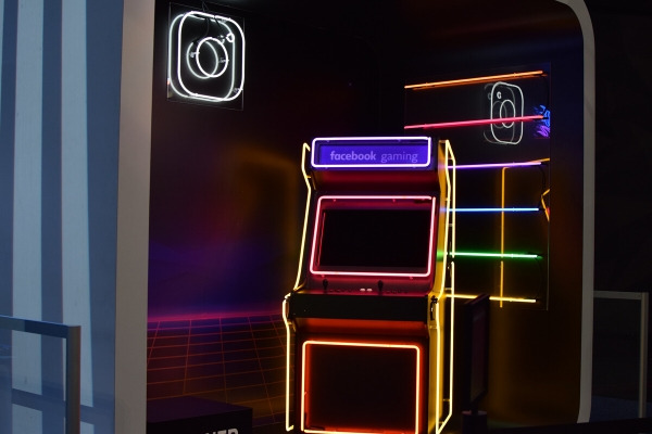 engaging social media, featured image, game machine