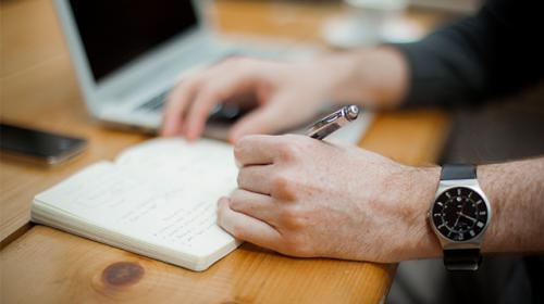 Webinaire : comment contacter et intéresser les journalistes et influenceurs ?