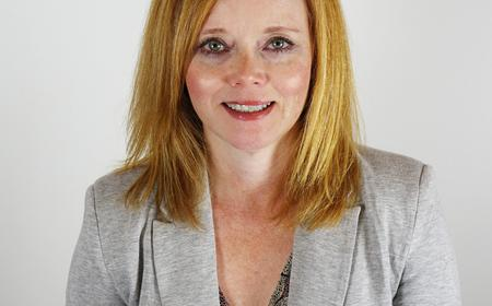 Yvette Lorenz guida le PR LEWIS nella West Coast
